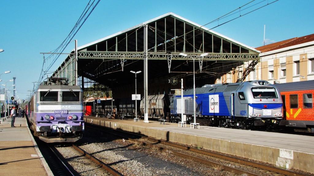 Hora punta a l'estació de Narbona. Destaca la Euro 4000 d'Europorte.