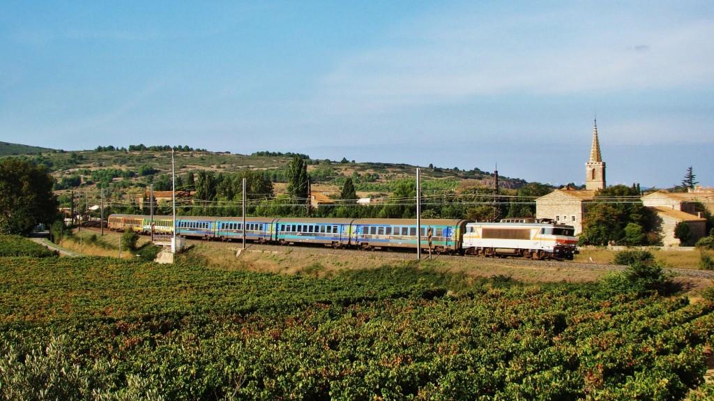 Un intercités de Bordeaux-Saint Jean a Marseille-Saint Charles passa veloçment per Névian.