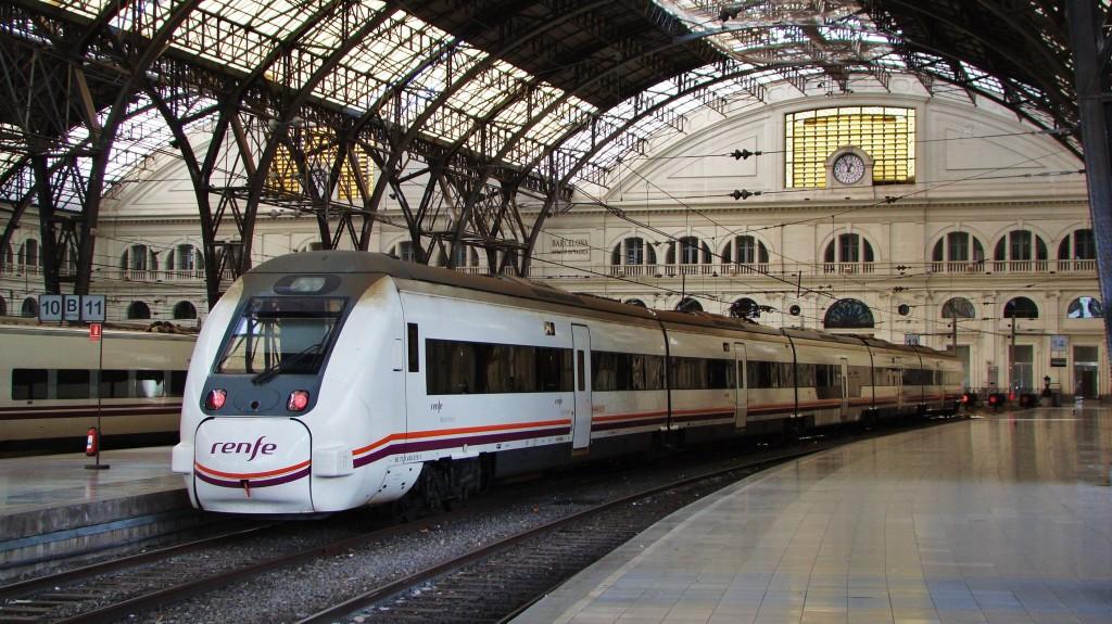 Un 449 acaba d'arribar a l'Estació de França procedent de Reus