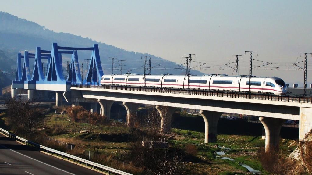 AVE inaugural amb les autoritats camí de Figueres-Vilafant.