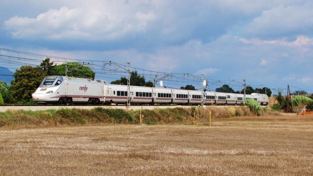 Un 130 passa per Llinars fent un servei Euromed de Figueres-Vilafant a Alacant.