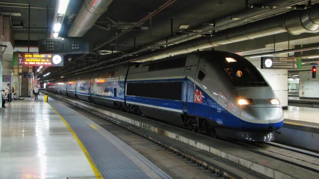 TGV Dasye 733 estacionat a la via 6 de Barcelona-Sants