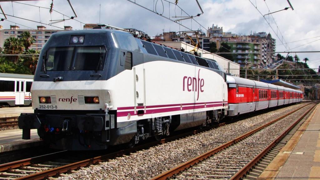 """Futur tren turístic """"Tarraco"""" estacionat a l'estació de Tarragona en viatge de proves. 26/05/2014. Autor: Adrià Pàmies."""