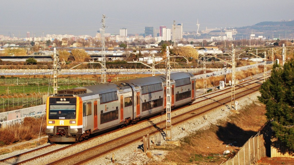 El 451.008 Passa per Viladecans fent un servei de la línia R2 entre Granollers-Centre i Castelldefels. 23/01/2014. Autor: Adrià Pàmies.