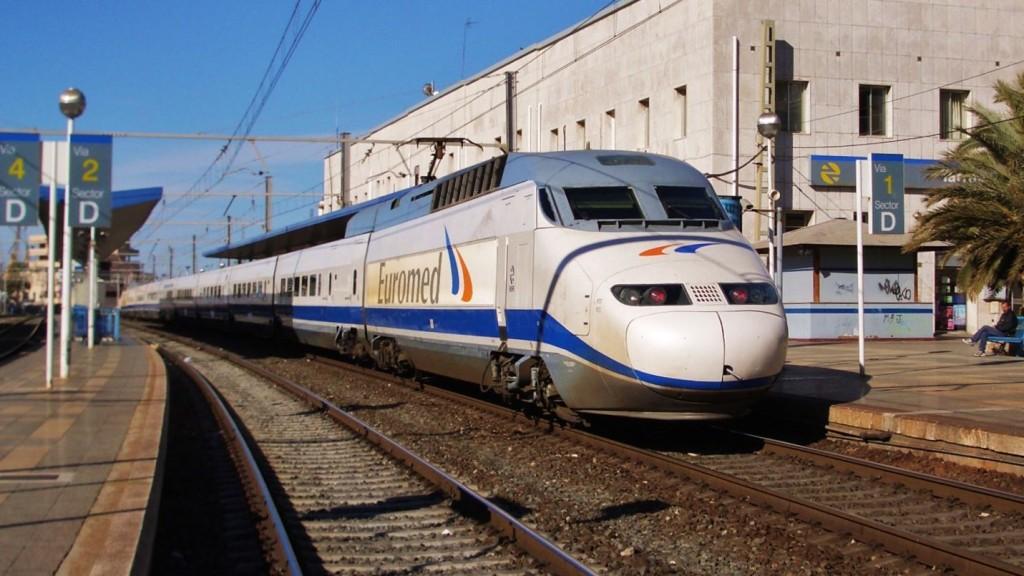 Foto 2. Euromed estacionat a l'estació de Tarragona. Autor: Adrià Pàmies.