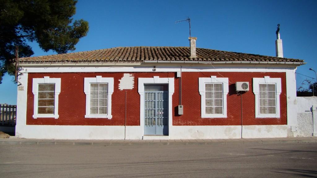 Edifici de viatgers de Santa Bàrbara. Foto: Adrià Pàmies, 2013.