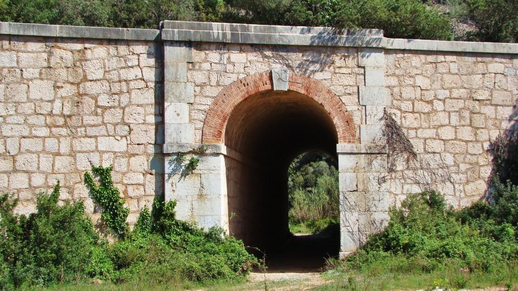 Obra de drenatge ubicada entre Santa Bàrbara i . Foto: Adrià Pàmies, 2014.