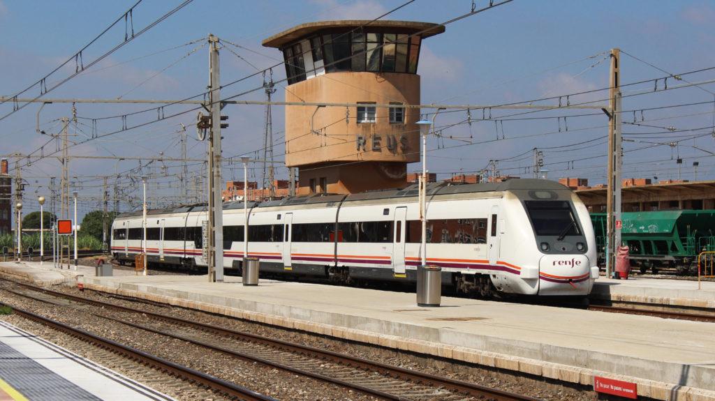 Foto 3. Torre de l'enclavament de Reus-Passeig Mata, l'element més icònic d'aquesta estació. Autor: Adrià Pàmies 05/2015.