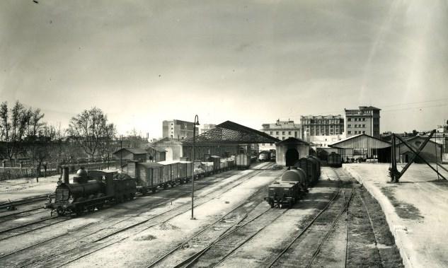 Foto 2. Estació de Reus avinguda vers anys 40 dels segle XX. Autor: Francisco Rivera (Col·lecció Museu del Ferrocarril de Catalunya).