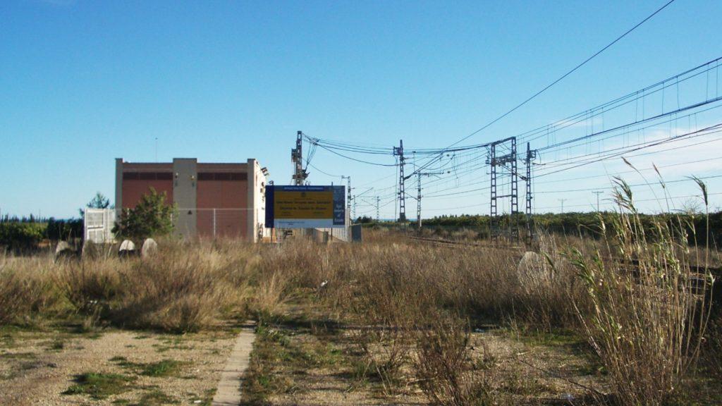 Foto 3. Sub-estació elèctrica d'Alcanar, ubicada a l'emplaçament de l'antic apartador. Autor: Adrià Pàmies.