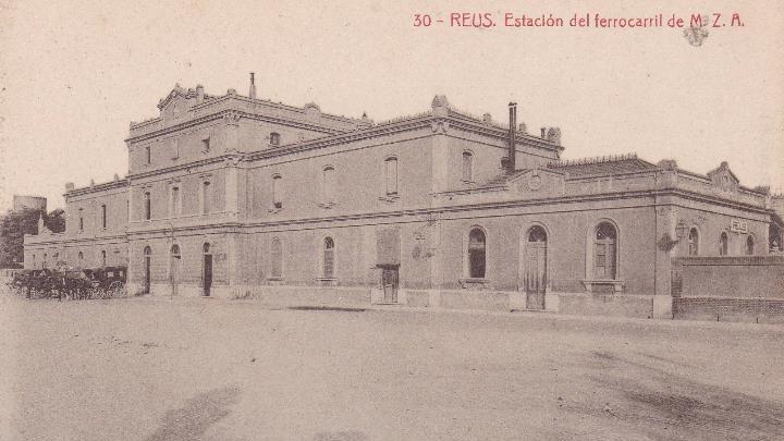 Foto 2. Façana a la ciutat de l'edifici de viatgers de l'estació de MZA a Reus. Autor: Postal d'època.